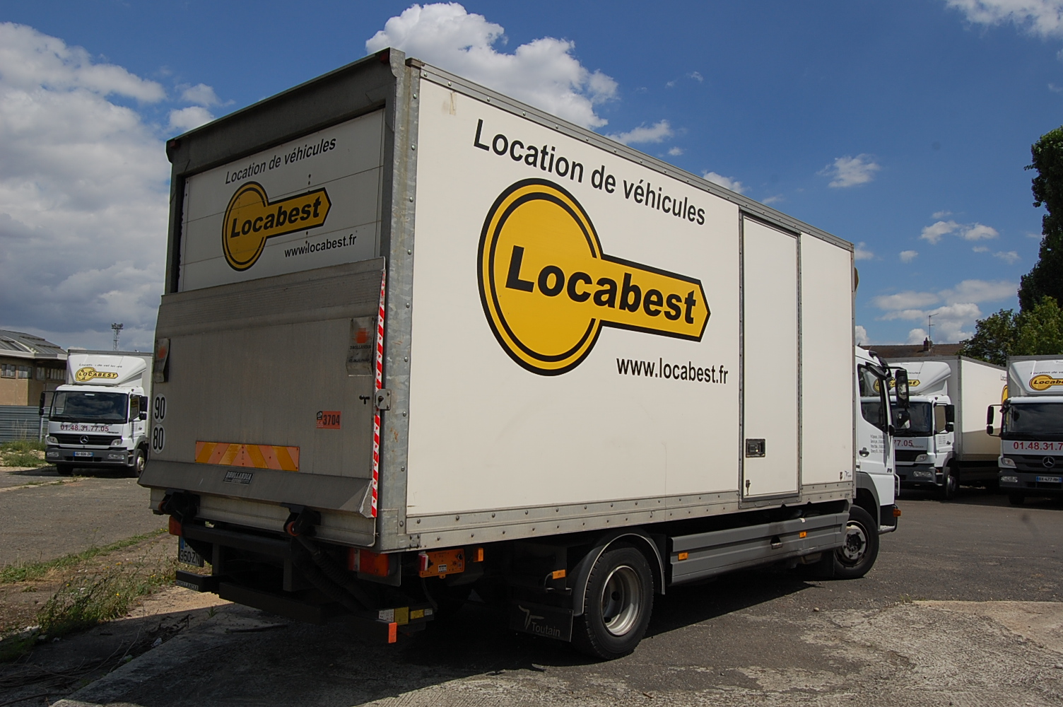 Location d 39 un camion 30m3 mercedes at go hayon locabest - Location camion avec hayon ...